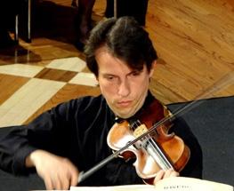 Peter-Sirotin-performing-2